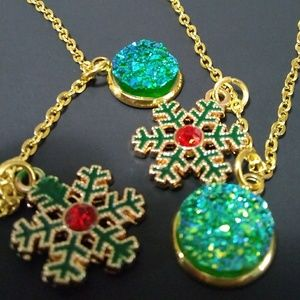Jewelry - Magnificent Green Snowflake Red Stone Necklace